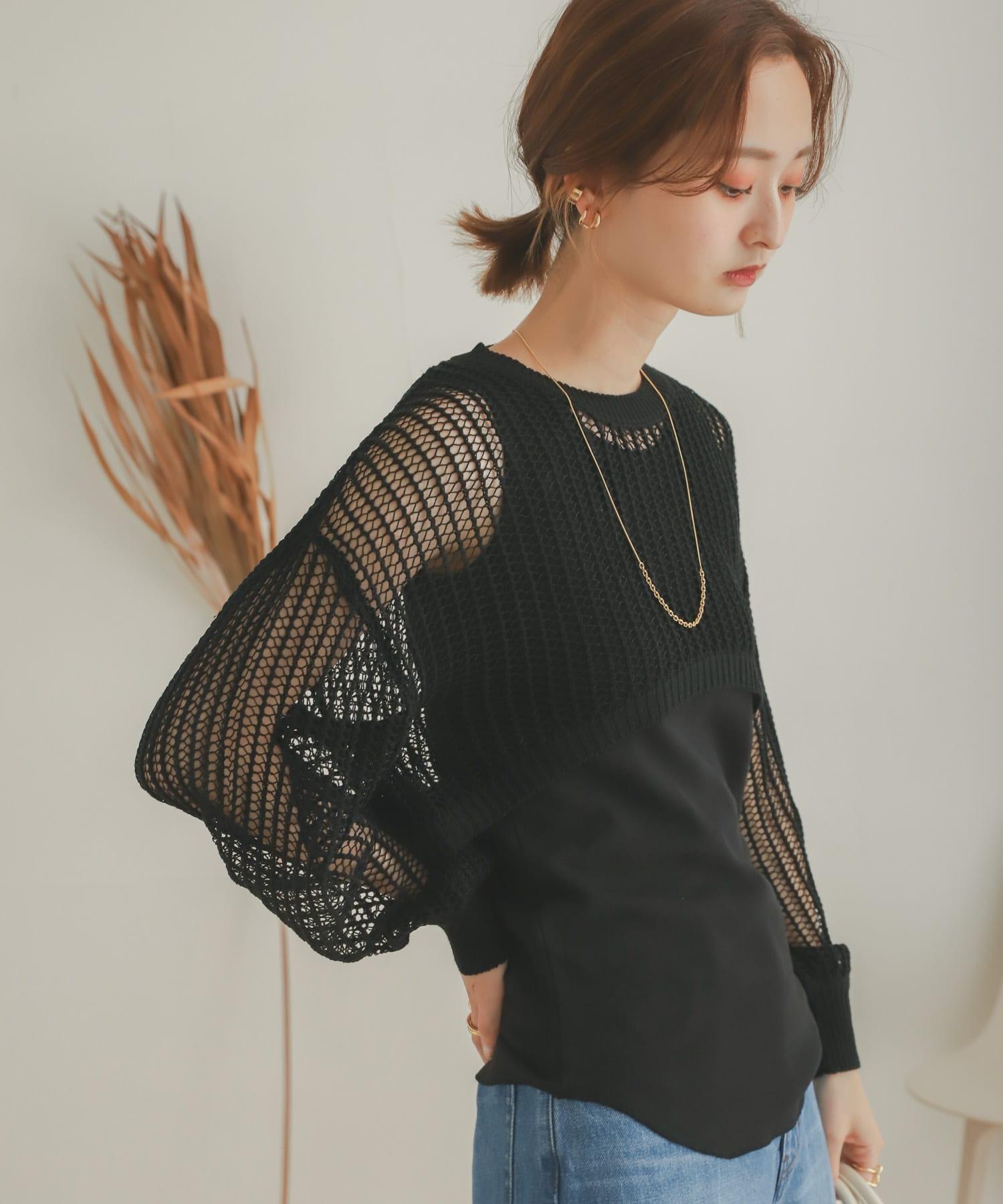 短版鏤空針織上衣